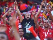 مصر بتفرح وتفرحنا معاها.. مدون إماراتى يصف الأجواء فى ستاد القاهرة.. فيديو