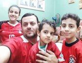 أحمد حسن يشارك صحافة المواطن بصور أولاده وهم يرتدون قميص منتخب مصر
