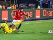 صورة .. محمد صلاح يتابع مباراة منتخب مصر أمام كينيا