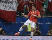 بعد التألق فى كوبا أمريكا.. سانشيز يطالب بفرصة جديدة فى مانشستر يونايتد