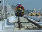 شاهد.. أول قطار يعبر من روسيا إلى شبه جزيرة القرم