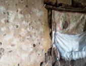 صور.. أسرة بالمنوفية مكونة 14 فردا تعيش فى حجرتين طوب لبن وتطلب بناء المنزل