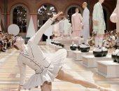 """""""راقص باليه"""" وفساتين فى عرض """"توم براون"""" بأسبوع الموضة للرجال بباريس"""