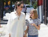 صور.. أنجلينا جولى وابنتها فيفيان فى شوارع لوس أنجلوس