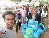 """صور.. """"شباب بيحب بلده""""..  شباب ينظمون مبادرة للتخلص من البلاستيك بأسوان"""