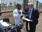 صور.. محافظ جنوب سيناء يوزع 6 موتوسيكلات على ذوى الاحتياجات الخاصة