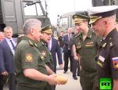 فيديو.. وزير الدفاع الروسى يحمل رغيف خبز خلال جولة له.. اعرف السبب
