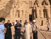سفير الفاتيكان يزور المعالم الأثرية بأسوان ويتفقد كنائس كوم إمبو