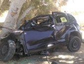 بالأسماء.. مصرع 3 أشخاص فى حادث تصادم سيارة بشجرة على طريق مطروح