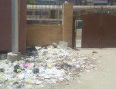 صور .. اضبط مخالفة.. تراكم القمامة داخل مجمع مصالح أسيوط