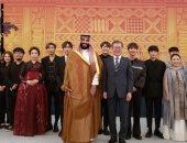 فرقة فنية كورية جنوبية تحتفى بزيارة ولى العهد السعودى للعاصمة سيول