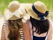 من غير ماتبوظى ستايلك فى المصيف.. أنواع القبعات المختلفة للحماية من الشمس