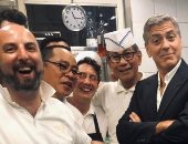 صور جورج كلونى فى مطبخ أحد مطاعم إيطاليا.. اعرف السبب