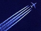 قبل ما تفرح بخطوطها النفاثة.. اعرف تأثير الطائرات فى تسخين الجو