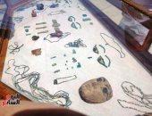 صور.. العثور على تمائم نادرة عمرها 2500 عام بمقابر أثرية فى الفيوم