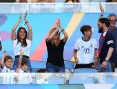 الأرجنتين ضد فنزويلا.. انتونيلا والصغار الثلاثة يدعمون ميسي من المدرجات