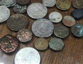 صور.. إحباط تهريب 24 عملة معدنية مختلفة عبر مطار برج العرب