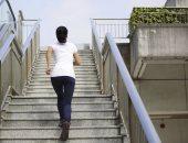 """""""بطل كسل واطلع السلم"""".. فوائد للصعود على الدرج"""
