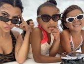 كورتنى كاردشيان وابنتها بينلوبى مع نورث ويست على متن يخت فاخر فى كوستاريكا