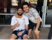 صورة بالعكاز.. حجازى يدعم جنش بعد إصابته فى تدريب المنتخب