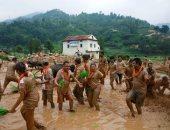 """نيبال تحتفل بيوم """"بادى الوطنى"""" باللعب فى الطين"""