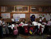 مدارس فنزويلا فى خطر.. أزمة إنسانية جديدة تواجه البلد الكاريبى.. المعلمون يهربون بسبب انخفاض المرتبات عبر آلاف الاستقالات.. الأمهات الفنزويليات يتطوعن للتدريس لحل الأزمة.. ومخاوف من انتشار الجهل
