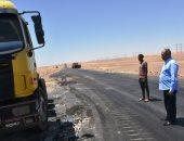 سكرتير عام محافظة أسوان يتفقد مشروع ازدواج الطريق الصحراوى.. صور