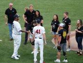 فيديو وصور.. ميجان ماركل تتلقى أحدث هدية لطفلها فى مباراة بيسبول ..ما هى؟