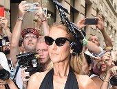 سيلين ديون تخطف الأنظار بإطلالة مميزة في أسبوع الموضة بباريس