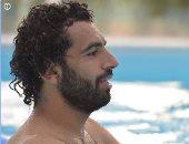 في حمام السباحة.. أخر صورة لمحمد صلاح بعد التأهل لدور الـ 16بأمم أفريقيا
