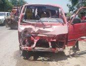 سقوط سيارة ميكروباص محملة بالركاب فى ترعة الزمر دون إصابات.. صور