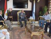 """صور.. محافظ البحر الأحمر يلتقى رئيس """"مياه الشرب"""" لمناقشة مستجدات الأعمال"""