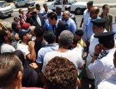 نائب محافظ القاهرة يلتقى سكان منطقة عين الحياة تمهيدا لإخلائها.. صور
