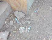 """اضبط مخالفة.. """"سرنجات"""" داخل مقابر زفتى.. والأهالى: المتعاطون خطر علينا (صور)"""
