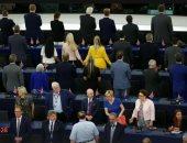 """أعضاء """"بريكست"""" بالبرلمان الأوروبى يديرون ظهورهم أثناء عزف النشيد الوطنى لأوروبا"""