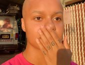 فيديو.. فتاة أمريكية تفقد شعرها أثناء تجربة خلال البث المباشر
