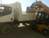صور .. الوحدة المحلية بالمراغة ترفع 70 طن من القمامة
