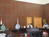 محافظ البحر الأحمر يبحث سبل استغلال أراضى الدولة المستردة