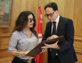 لطيفة تشن هجوما على وزير الثقافة التونسى وتطالبه برد حول إلغاء حفلاتها
