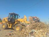 صور .. رفع المخلفات من مداخل قرى الظهير الريفى شرق الإسكندرية