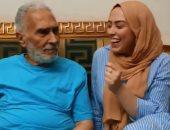 فى اليوم العالمى للبوس.. عبد الرحمن أبو زهرة لحفيدته: البوسة بـ50 جنيه.. فيديو