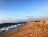 صور.. كيف تستمتع بمصيفك على شاطئ العريش بأقل الأسعار؟