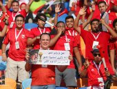 صور.. الجماهير تُخلد شهداء الوطن فى مباراة مصر وجنوب أفريقيا