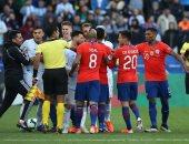 الأرجنتين تتقدم على تشيلي بثنائية فى الشوط الأول وميسي يتعرض للإقصاء