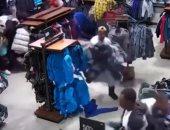 فى 30 ثانية.. عصابة تسرق متجر ملابس بولاية ويسكونسن الأمريكية - فيديو