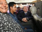 محافظ كفر الشيخ يسلم 14 عقد تقنين أراض أملاك الدولة