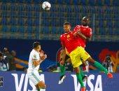 الجزائر ضد غينيا.. محاربو الصحراء يتفوقون بهدف بلايلى فى الشوط الأول