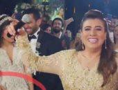 نشوى مصطفى تحتفل بتصدر أغنيتها في حفل زفاف نجلها تريند يوتيوب