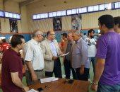 صور.. نائب رئيس جامعة المنصورة يتابع اختبارات القدرات بكلية التربية الرياضية