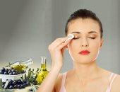 بدل مزيل الماكياج الجاهز.. اعرفى طريقة عمل makeup remover من الزيت